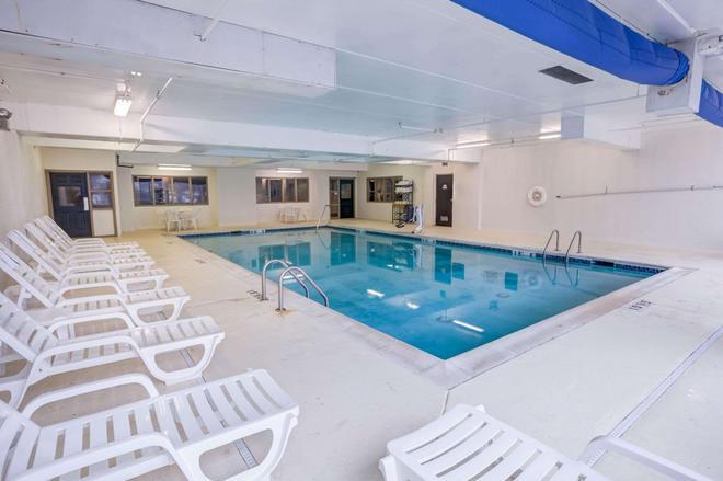 康科德米爾斯凱富套房酒店 - 康科特 - 康科德 - 游泳池