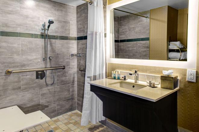 Doubletree by Hilton Arlington DFW South - Άρλινγκτον - Μπάνιο