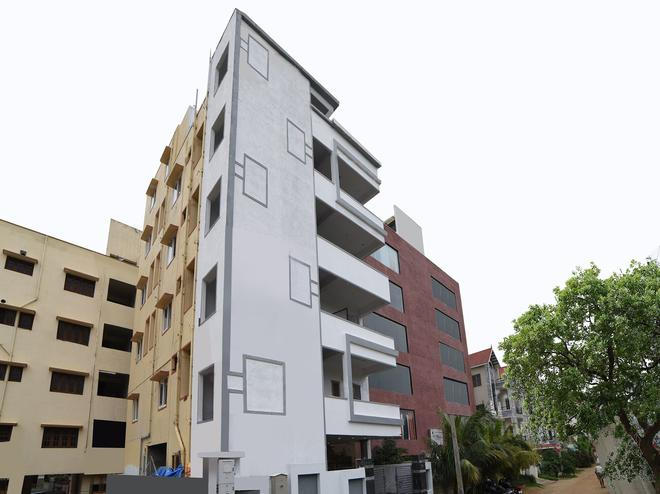 Oyo 16606 Iconic Living - Hyderabad - Building