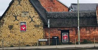 The Three Pigeons Inn - Banbury - Outdoors view