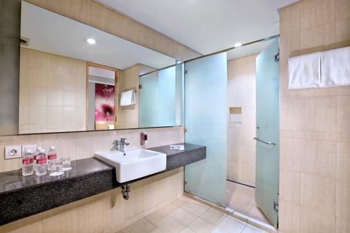 フェイブホテル パサール バル - ジャカルタ - 浴室