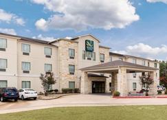 Quality Suites - Huntsville - Building