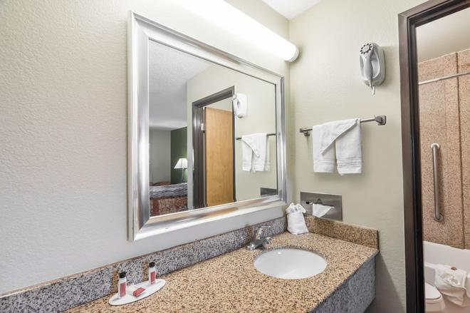 Days Inn by Wyndham Chattanooga Lookout Mountain West - Chattanooga - Bathroom