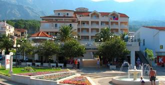 Hotel Laurentum - Tučepi - Building