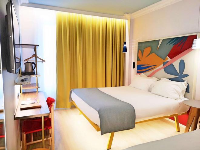 Hotel De La Paix - Paris - Bedroom