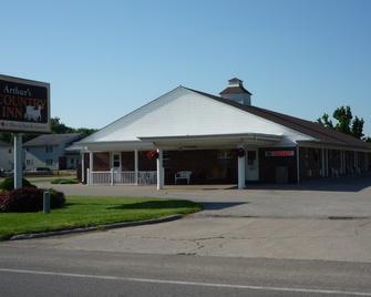 Arthur's Country Inn - Arthur - Building