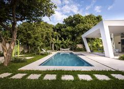 尼特涅飯店 - 馬拿瓜 - 游泳池