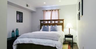 Balt-Amore! Spacious 4 Bedroom That Sleeps 10 Comfortably - Baltimore - Habitació