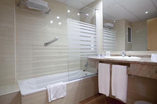 Hotel Oasis Park - Salou - Bathroom