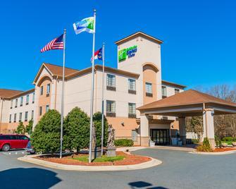 Holiday Inn Express & Suites Albemarle - Albemarle - Edificio