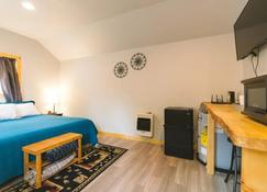 Cache Cabins Llc - Talkeetna - Bedroom