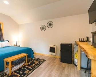 Cache Cabins - Talkeetna - Bedroom