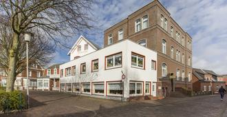 Hotel Graf Waldersee - בורקום - בניין
