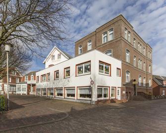 Hotel Graf Waldersee - Borkum - Building