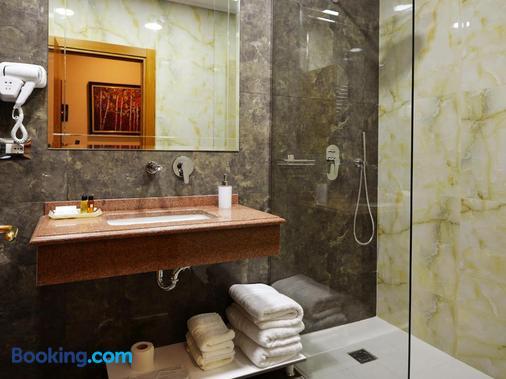 Hotel Austria - Tirana - Bathroom