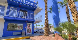 Motel 6 Las Vegas - I-15 - Las Vegas - Building