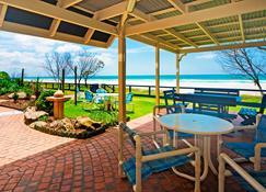 Pelican Sands Beach Resort - Tugun - Innenhof