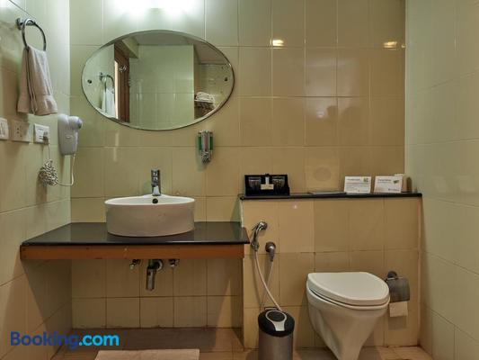 Club Mahindra Poovar - Thiruvananthapuram - Bathroom