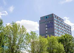 Campus Tower Suite Hotel - Edmonton - Building