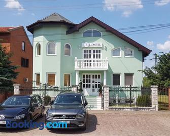 Guest House Luxotel - Zrenjanin - Building