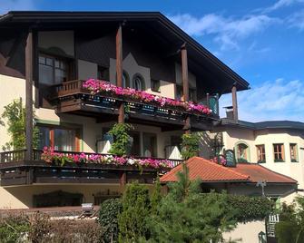 St. Peter Hotel Dietrichsteinerhof - Faak am See - Gebouw