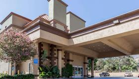 Travelodge by Wyndham Sylmar CA - Los Angeles - Building