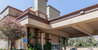 Travelodge by Wyndham Sylmar CA - Los Ángeles - Edificio