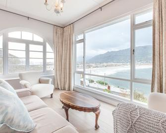 The Cove - Superior 3 Bedroom Villa - Fish Hoek - Wohnzimmer