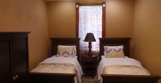 Unique Historic Victorian Mansion Near Downtown Denver, Sleeps 16 - Denver - Schlafzimmer