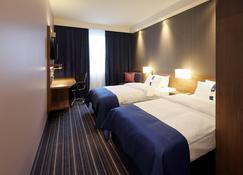 Holiday Inn Express Friedrichshafen - Friedrichshafen - Bedroom
