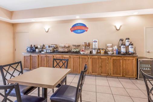 Baymont by Wyndham Cartersville - Cartersville - Buffet