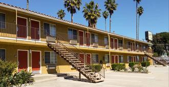 Economy Inn Motel Sylmar - לוס אנג'לס - בניין