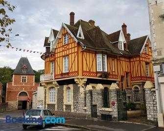 La Porte De Bretagne - Peronne - Building