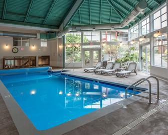 Gibsons Garden Hotel - Gibsons - Pool