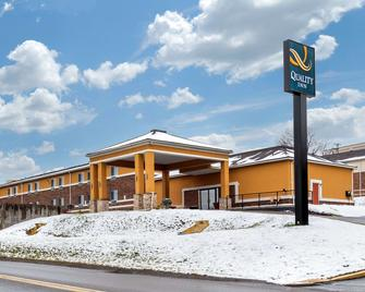 Quality Inn - Coraopolis - Building