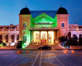 Casino Hotel Des Palmiers - Hyères - Building