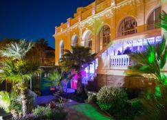 Casino Hotel Des Palmiers - Hyères - Rakennus