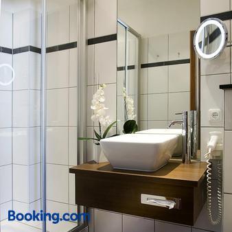 Hotel Moseltor - Traben-Trarbach - Bathroom