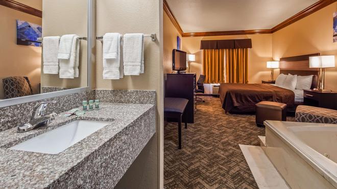 Best Western Fort Worth Inn & Suites - Fort Worth - Bathroom