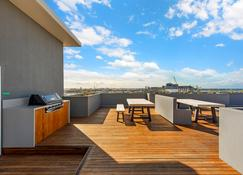 Astra Apartments Newcastle West - Newcastle - Balcony