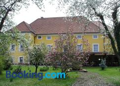 Guest House Cater - Laško - Building