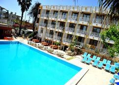 Selge Hotel Side - Side - Pool