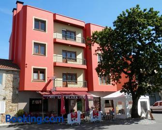 Pensión Plaza - Santa Marina - Building