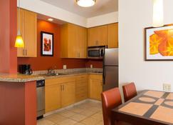Residence Inn by Marriott Kansas City Airport - Kansas City - Keittiö
