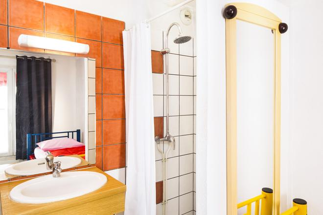Auberge Internationale Des Jeunes - Paris - Bathroom