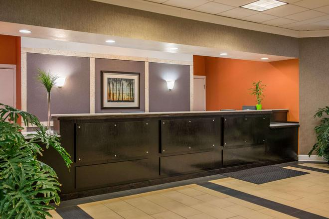 Super 8 Little Rock / Otter Creek - Little Rock - Front desk