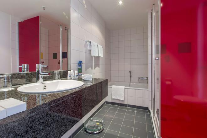 Park Inn by Radisson Frankfurt Airport - Frankfurt am Main - Bathroom