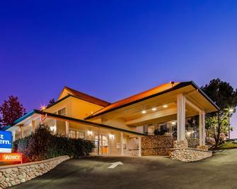 Best Western Cedar Inn & Suites - Angels Camp - Building