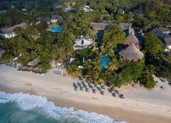 Leisure Lodge Beach & Golf Resort - Diani Beach - Beach