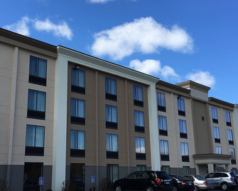 Holiday Inn Danbury-Bethel at Interstate 84 - Данбері - Building